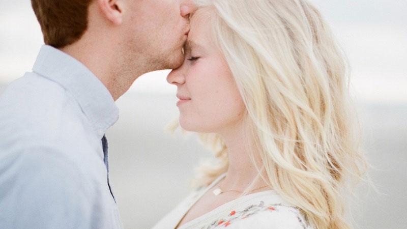 آیا بوسه باعث انتقال ایدز می شود؟