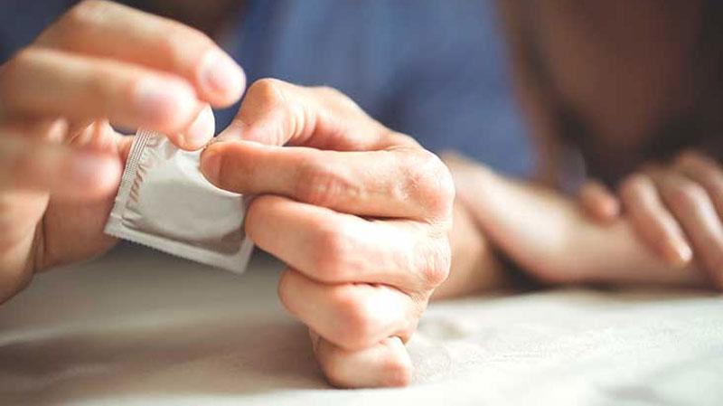 استفاده از کاندوم برای کاهش حساسیت آلت تناسلی